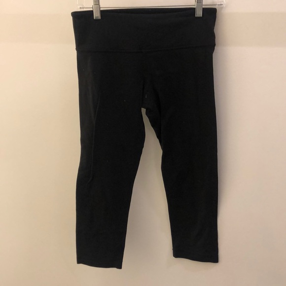 lululemon athletica Pants - Lululemon black crop legging, sz 6, 68491